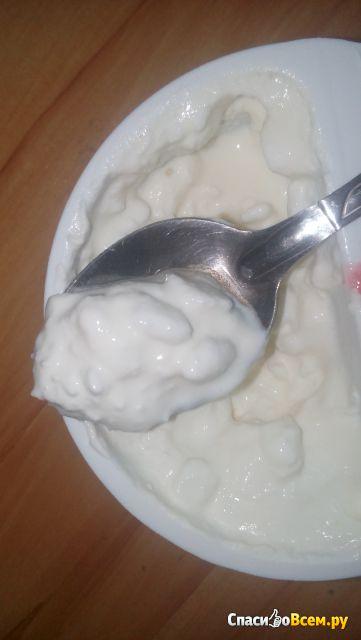 """Творожное зерно в сливках с клубникой """"Простоквашино"""" 7% фото"""