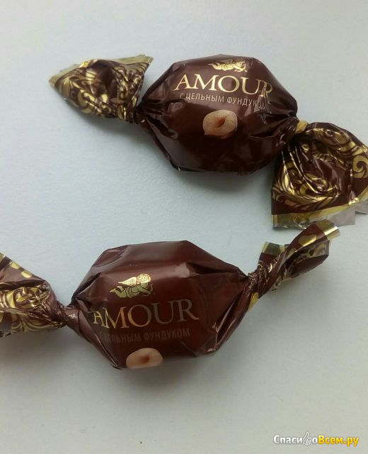 Конфеты Konti Amour с цельным фундуком фото