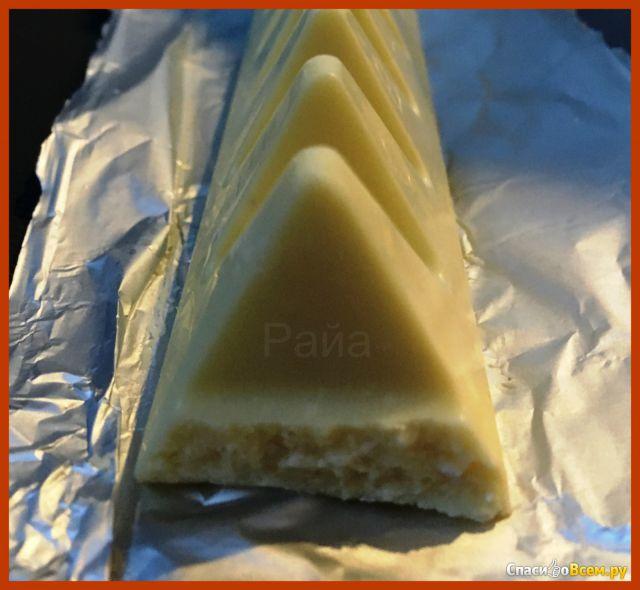 Швейцарский белый шоколад Toblerone с медово-миндальной нугой фото