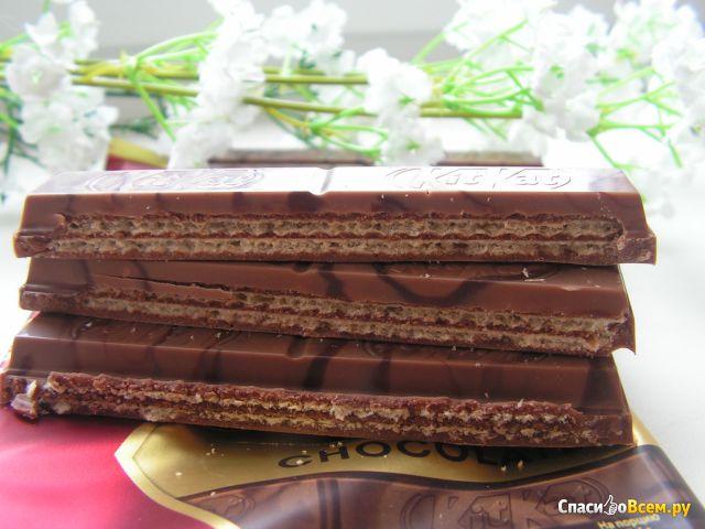 """Молочный и темный шоколад с хрустящей вафлей Nestle """"KitKat"""" Senses Double chocolate фото"""