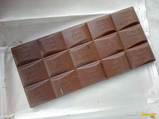 Шоколад молочный Alpen Gold  Какао-бобы и черника фото