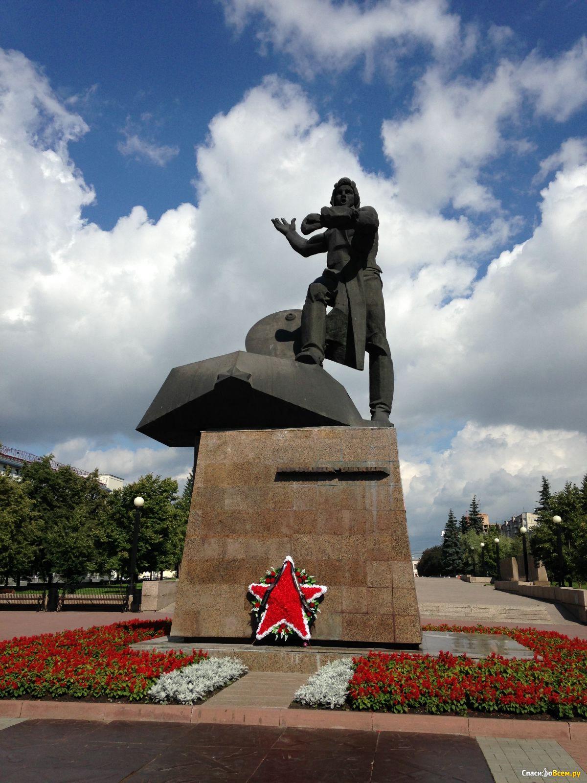 Памятники в челябинске фото