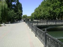 Набережная реки Салгир в Симферополе (Крым)