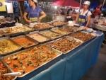 Вечерний рынок Banzaan Fresh Market на Патонге - хороший ассортимент еды