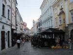 на улице Братиславы