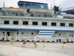 Этот лайнер готов отправиться в круиз. Порт  в г. Ялта.