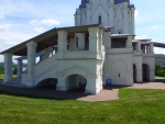Цокольные постройки храма.