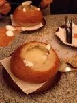 Чесночный суп подаваемый в хлебе (Ресторан U Prasiatka)