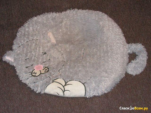 """Лежанка с дизайном """"GiGwi"""" Snoozy friendz """"Кот"""" для кошек и собак 57 см арт. 75118 фото"""